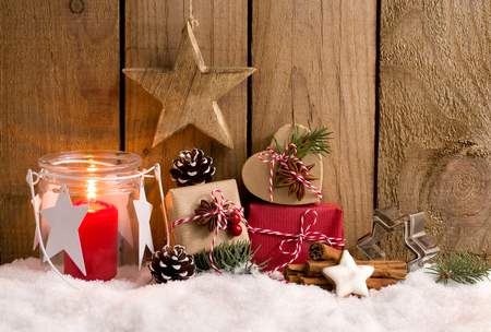 Christmas gifts and lantern in front of a wooden fence Stok Fotoğraf - 91824403