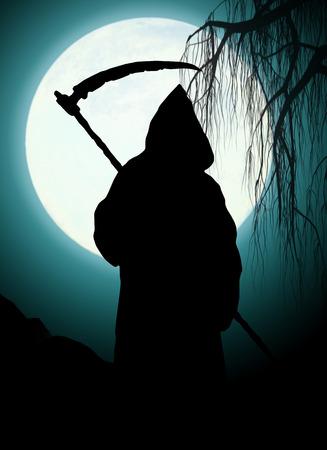 guadaña: Silueta de la muerte. Arte oscuro Foto de archivo