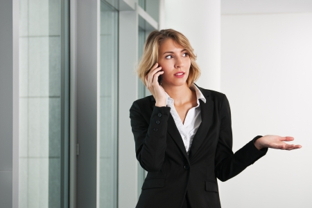 seriously: Business woman on the phone with smartphone