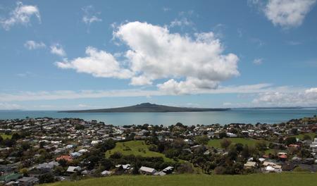 Rangitoto Island gezien vanaf Mt Victoria op Auckland North Shore, Nieuw-Zeeland Stockfoto