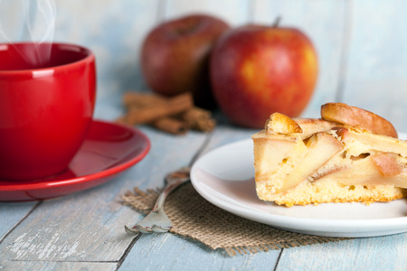 apple pie with apples and a coffee wooden background Standard-Bild