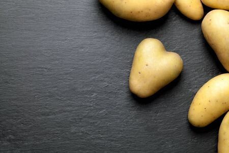 grafit: Potatoes with a black graphite background