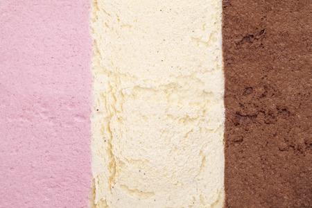 helados: fondo helado con fresa, vainilla y chocolate Foto de archivo