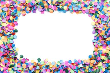 carnaval: confettis color�s sur fond blanc