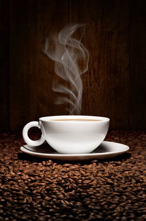 hot coffee cup with beans Imagens