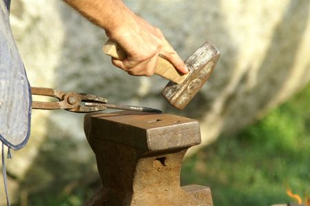 forger: black smith make with forge hammer an arrow