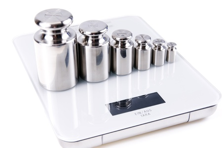 calibration: Argento di peso di calibrazione, isolato su sfondo bianco