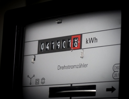 electricity prices: Classical phase meter in close-up
