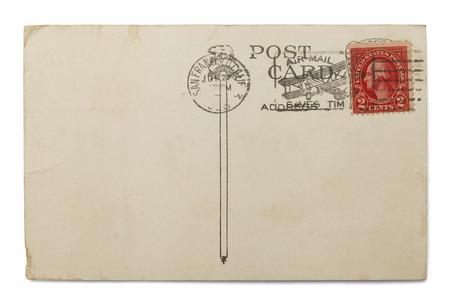 poststempel: Blank Postkarte mit Luftpost Stempel auf wei�em Hintergrund isoliert.