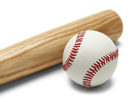 나무 야구 방망이와 공을 흰색 배경에 고립. 스톡 콘텐츠