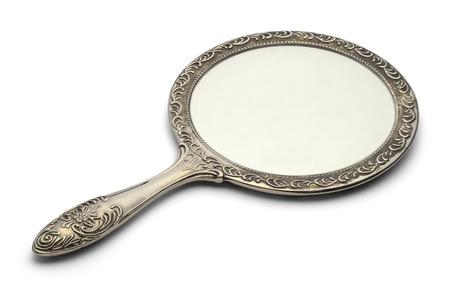 espejo: Espejo de descanso en la superficie aislada sobre fondo blanco. Foto de archivo