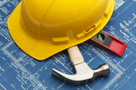 하드 모자로 건설 청사진 및 도구. 스톡 콘텐츠