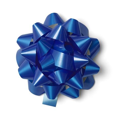 moños navideños: Clásico Bow Presente azul aislado en el fondo blanco.