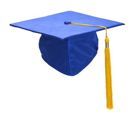 birrete de graduacion: Azul sombrero de graduación con la borla del oro aisladas sobre fondo blanco.
