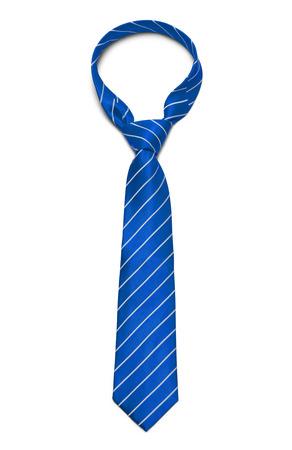 白い背景に分離された青と白のストライプ ネクタイ。