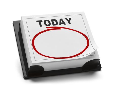 Calendario en blanco con la palabra de hoy y Red Circle marcador con copia espacio aislado en el fondo blanco.