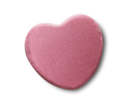 golosinas: Rosa caramelo San Valent�n coraz�n aislado en el fondo blanco. Foto de archivo