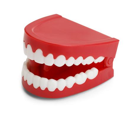 Rode Plastic Wind Up Chatttering Teeth. Geïsoleerd op een witte achtergrond.