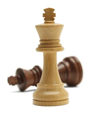 Zwei Schachfiguren in Battle Isoliert auf weißem Hintergrund. Standard-Bild - 38259607