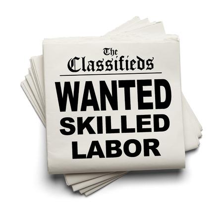 흰색 배경에 고립 된 원한 된 숙련 노동 표제와 신문 분류.