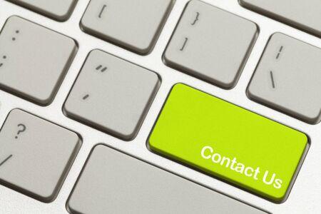 icono computadora: Hasta cerca de Green Button Cont�ctenos clave en el teclado.