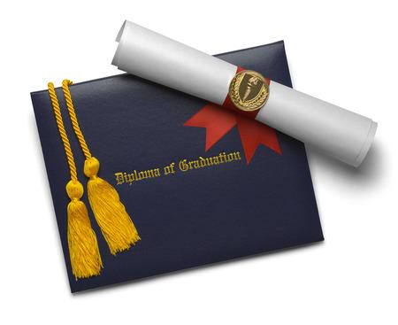 birrete de graduacion: Diploma azul de la cubierta de la graduación con el grado de desplazamiento y la Medalla de Honor de la antorcha con Cuerdas aisladas sobre fondo blanco.