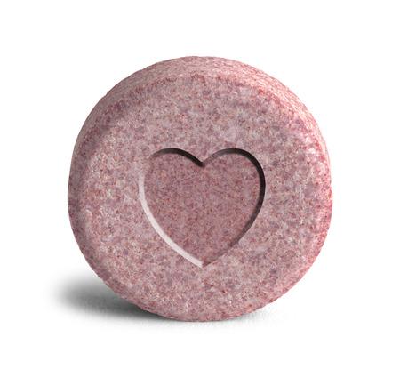 salud sexual: Corazón Love Potion Medicina Rosa aislado en un fondo blanco. Foto de archivo