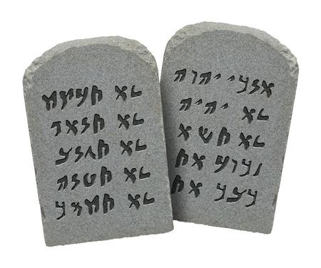 conflictos sociales: Dos piedras con el diez mandamientos en hebreo antiguo aislado sobre fondo blanco.