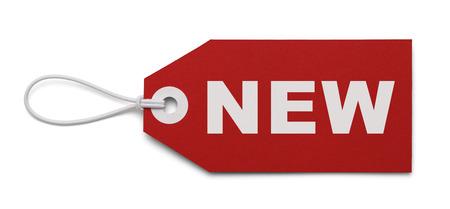 Rode Pricetag met Nieuw op het, geïsoleerd op een witte achtergrond. Stockfoto