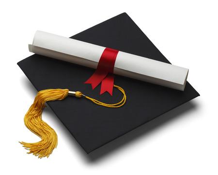 fondo de graduacion: Negro sombrero de graduaci�n con Grado aisladas sobre fondo blanco. Foto de archivo
