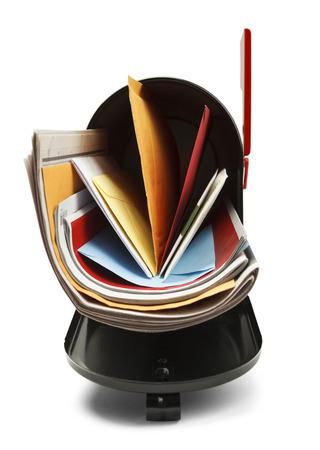 buzon: Vista frontal del Abierto Negro total al buzón de correo aislado en fondo blanco.