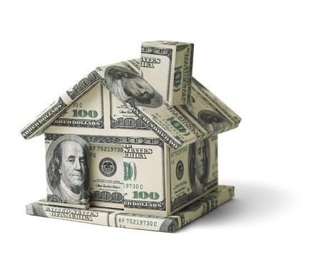 pieniądze: Dom z Cash Money Pojedynczo na białym tle. Zdjęcie Seryjne