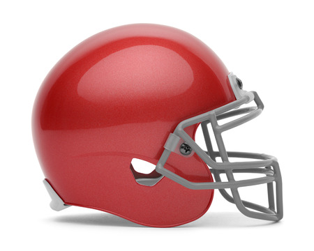casco rojo: Vista lateral del casco de fútbol americano rojo con copia espacio aislado en el fondo blanco. Foto de archivo
