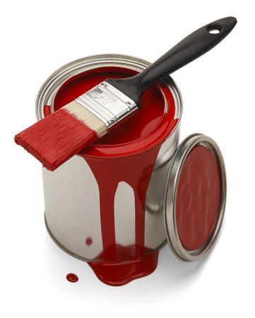 peinture rouge: Peinture rouge r�pandu avec une brosse isol� sur fond blanc. Banque d'images