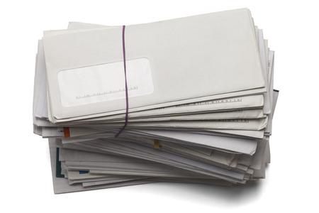 メールの未払い手形、白い背景で隔離の積み上げ高。 写真素材
