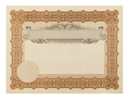 grado: Blank Fancy Diploma aisladas sobre fondo blanco.