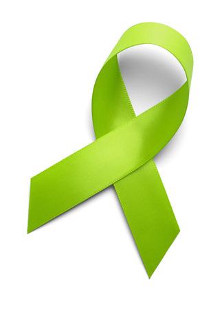 donacion de organos: Cinta Verde Aislado Sobre Fondo Blanco.