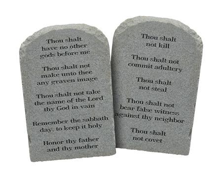 conflictos sociales: Mois�s los Diez Mandamientos piedras aisladas en el fondo blanco.