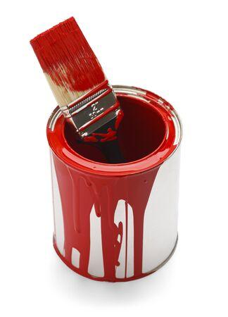 peinture rouge: Peinture rouge utilis�e Can et brosse isol� sur fond blanc.
