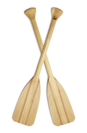 Deux avirons en bois Bateau isolé sur fond blanc. Banque d'images