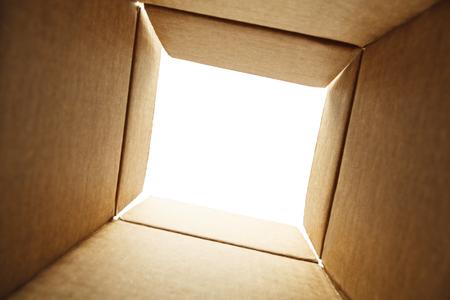 コピー スペースとボックスの底から探しています。 写真素材
