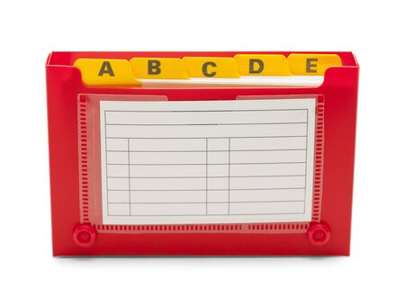 directorio telefonico: Tarjeta de �ndice rojo soporte aislado en el fondo blanco. Foto de archivo