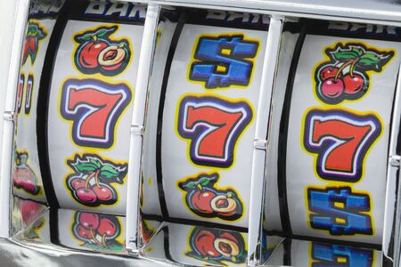 Winning Jackpot with Slot Mahine on Lucky Sevens.