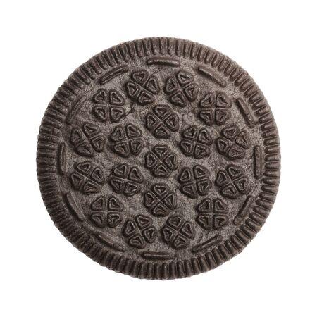 galleta de chocolate: Emparedado de la galleta de la visión superior aislada sobre fondo blanco.