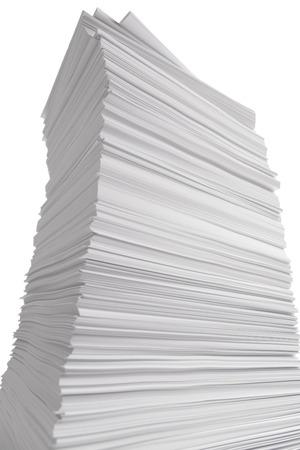 Grote Toren Stack Witboek Geïsoleerd Op Een Witte Achtergrond.