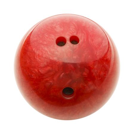 白い背景に分離された穴が付いて赤いボウリングのボール。
