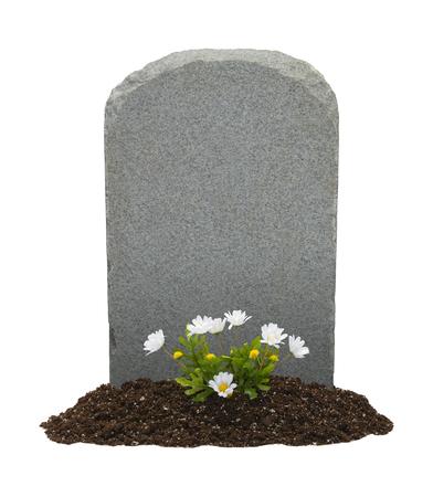 Grafsteen en bloemen met kopie ruimte geïsoleerd op een witte achtergrond. Stockfoto