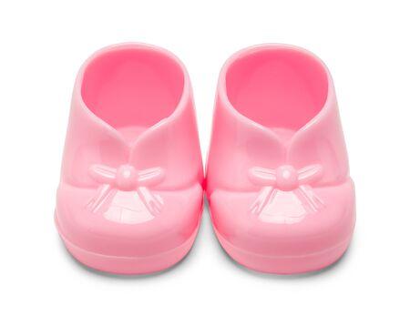 Dos zapatos de bebé plásticos rosados ??aislados en el fondo blanco.
