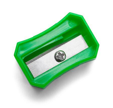 Vista superior de los sacapuntas de lápiz verde aislada en el fondo blanco.