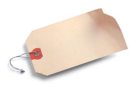 白い背景に隔離された古い曲がった荷物タグ。 写真素材